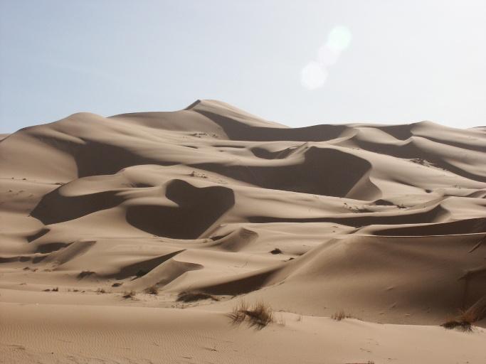 dunes merzouga dans le desert du voyage au maroc