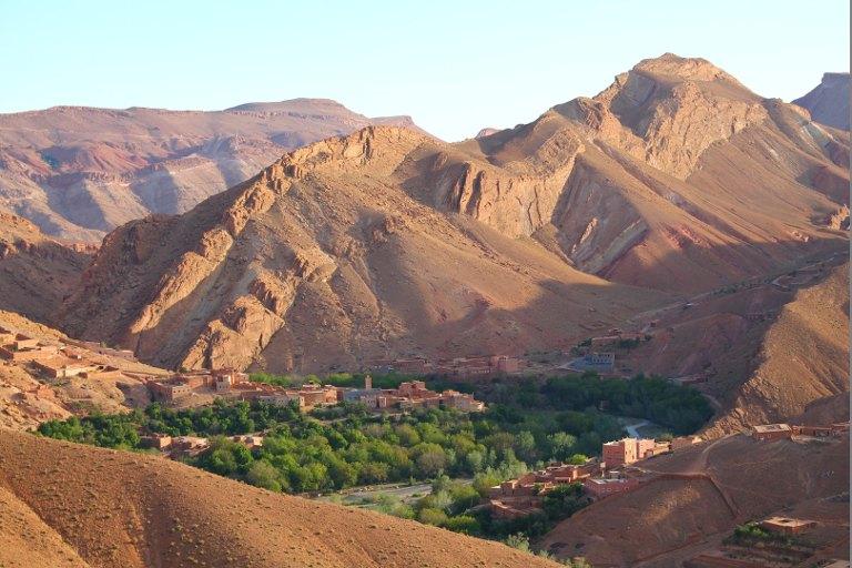 ouarzazate dans la vallee des roses du voyage au maroc