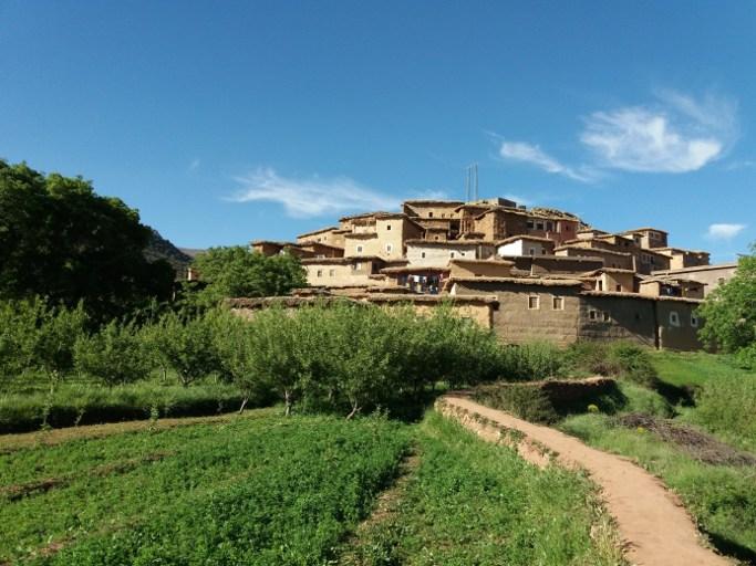 ikhef nighri dans la vallee des roses du voyage au maroc